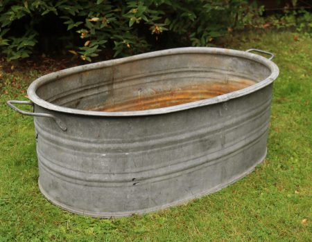 Straight edged oval tub