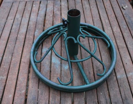 Green metal parasol base