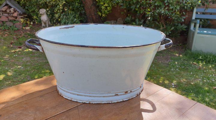 Oval Enamel Tub #36