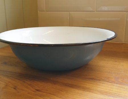 Round Enamel Bowl #81